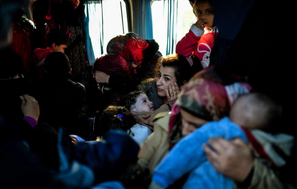 """""""Vous pouvez payer ou non. Nous n'avons pas fermé la porte aux réfugiés comme l'ont fait les Occidentaux. Nous l'avons gardée ouverte"""", a commenté M. Erdogan, précisant qu'il entendait construire une ville pour les réfugiés dans le nord de la Syrie, près de la frontière turque, grâce aux fonds internationaux."""