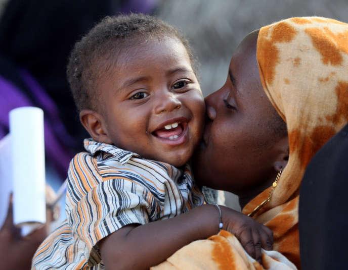 Au Tchad, une mère et son enfant de 14 mois.