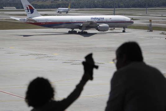 Deux ans après la disparition du Boeing 777 de Malaysia Airlines, l'Organisation de l'aviation civile internationale a annoncé le 8 mars l'adoption de nouvelles normes devant éviter de perdre la trace d'avions en difficulté.