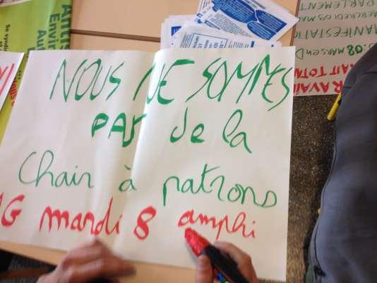Des étudiants de Rennes-II préparent une assemblée générale contre la loi El Khomri, vendredi4mars2016.