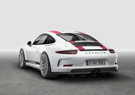 La nouvelle  911 R sera diffusée à 991 unités et  facturée 192 000 euros.