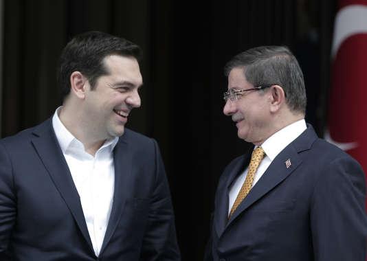 Les premiers ministres grec et turc, Alexis Tsipras et Ahmet Davutoglu se sont retrouvés mardi 8 mars pour un sommet sur la collaboration gréco-turque à Izmir.