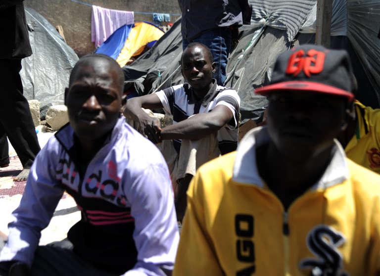 De migrants en provenance du Niger à Boufarik, à 35 km au sud d'Alger, en mai 2014.