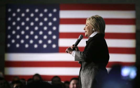 La candidate à l'investiture démocrate, Hillary Clinton, lors d'un meeting au  musée d'histoire afro-américaine Charles H. Wright à Detroit dans le Michigan, le 7 mars.