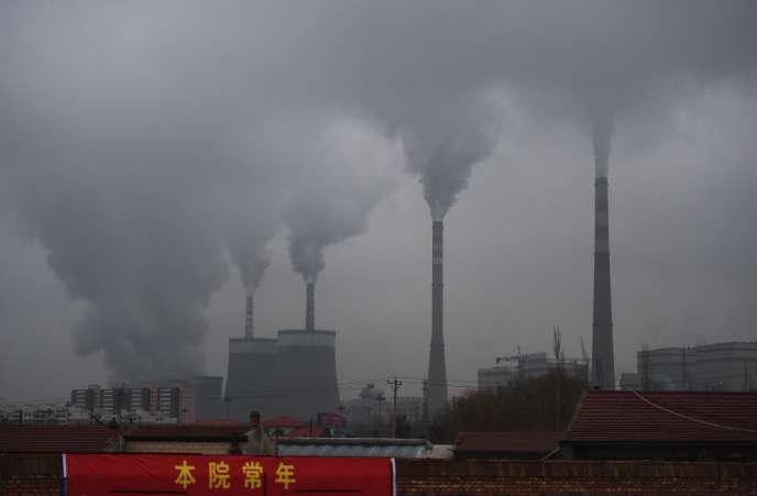 «En modifiant la pondération des actifs détenus pour avoir un portefeuille «COP21», les investisseurs font pression sur les entreprises afin que ces dernières diminuent leurs émissions de carbone» (Photo: zone industrielle de Datong, Shanxi, en Chine, en 2015).