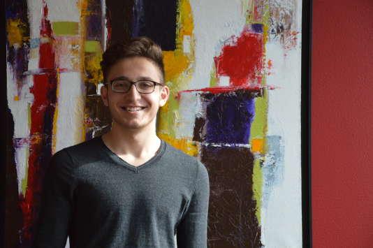 Enzo, 20 ans, étudiant en première année de licence de psychologie à l'université de Tours après un bac littéraire.