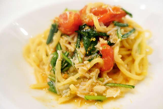 Piloté par un Japonais, L'Inconnu donne dans la cuisine... italienne.