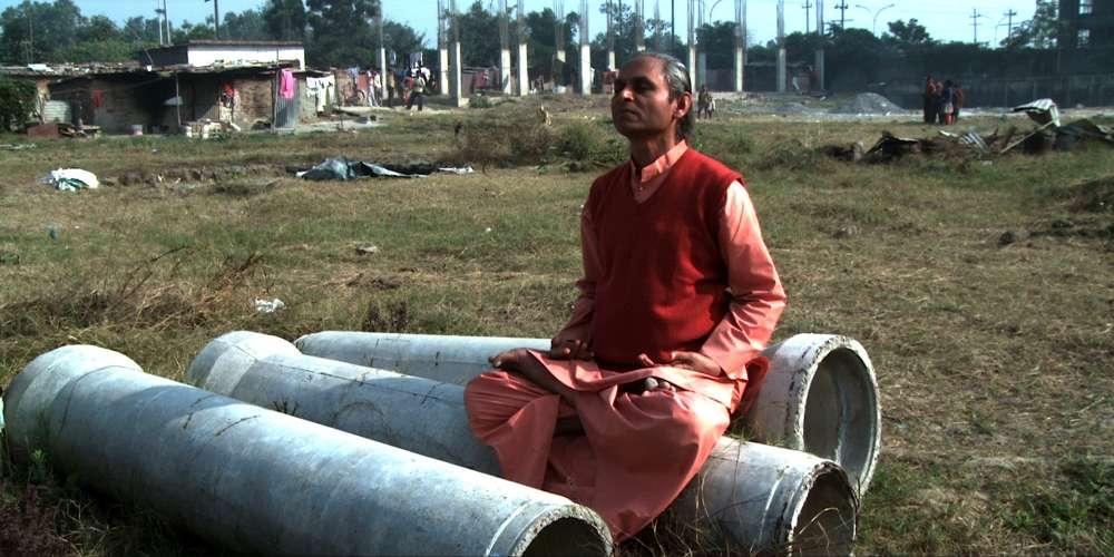 Les journalistes de la rubrique Cinéma du « Monde » n'ont pas pu voir ce documentaire consacré à la vie de Paramahansa Yogananda qui a fait connaître, dans les années 1920, les techniques du yoga et de la méditation en Occident. Il est surtout connu pour son livre, « Autobiographie d'un Yogi ».