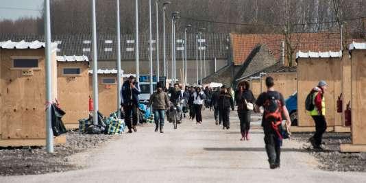 Mercredi 9 mars à mi-journée, il ne restait qu'une cinquantaine de migrants dans l'ancien camp du Basroch, à Grande-Synthe. Un bon millier avait rejoint les cabanons.