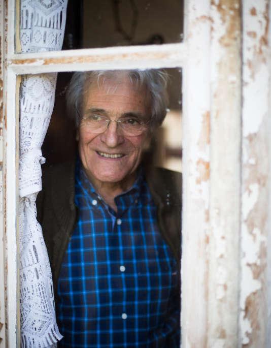 Pierre Desbrosses, ancien guitariste du groupe Belisama, dans sa ferme en Sologne.