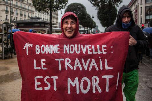 A Rennes, c'est un festival de capes de pluie dans la manifestation contre la loi Travail.