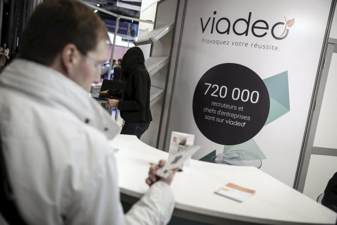 Le stand Viadeo au Salon du travail et de la mobilité, à Paris, le 22 janvier