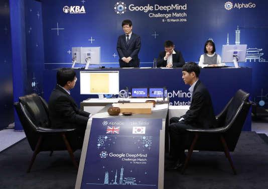 En mars, le Sud-Coréen Lee Sedol, alors considéré comme le meilleur joueur au monde, a été vaincu par AlphaGo.