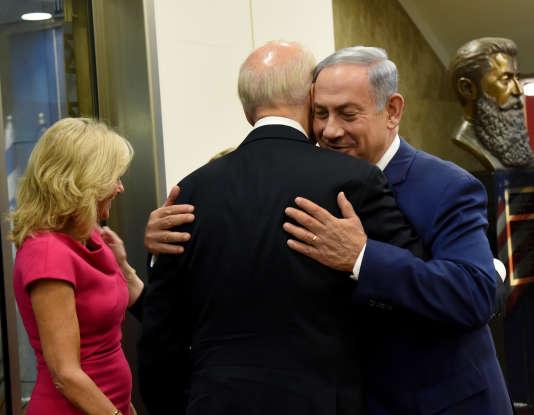 Le premier ministre israélien, Benyamin Nétanyahou, accueille le vice-président Joe Biden à Jérusalem, le mercredi 9 mars.