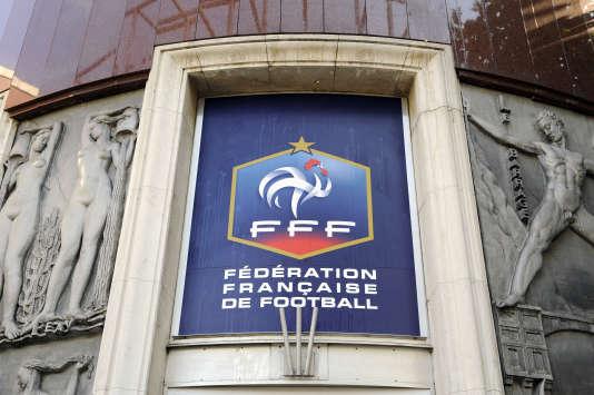 Des documents auraient été saisis par les autorités suisses au siège de la FFF mardi 8 mars dans le cadre de leur enquête sur l'ancien président de la FIFA Joseph Blatter.