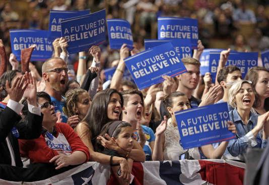 Des partisans de Bernie Sanders, lors du discours de campagne du sénateur démocrate, le 8 mars, à Miami.