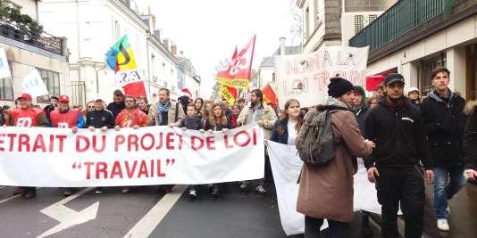 Entre 4 000 et 5 000 personnes ont manifesté à Tours le 9mars pour le retrait du projet de réforme du code du travail.