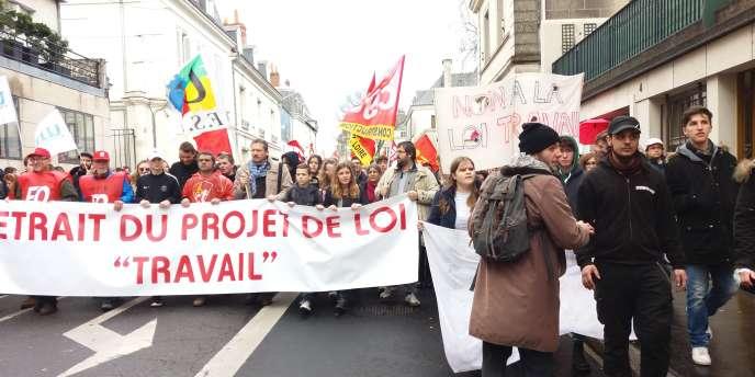 Manifestation à Tours le 9 mars 2016 pour le retrait du projet de loi travail.