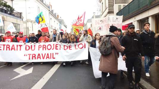 Entre 4 000 et 5 000 manifestants à Tours le 9 mars 2016 pour le retrait du projet de loi travail.