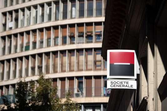 Malgré ses engagements à ne plus travailler avec les paradis fiscaux opaques, le groupe français est dans le «top 5» des banques utilisant les services de la firme panaméenne.