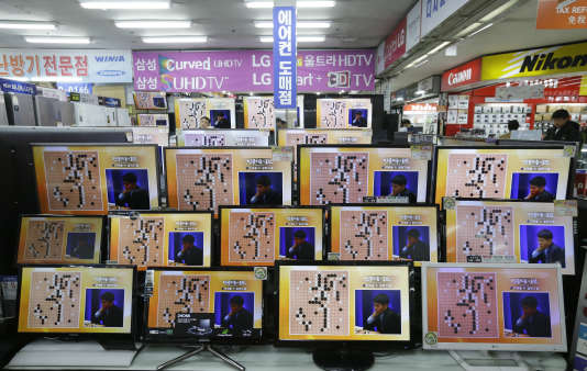 Match du Sud-Coréen Lee Sedol, numéro3 mondial du jeu de go, opposé à l'intelligence artificielle AlphaGo, le programme de Deep Mind.