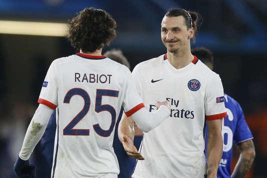 Zlatan Ibrahimovic félicite Adrien Rabiot pour sa performance contre Chelsea.