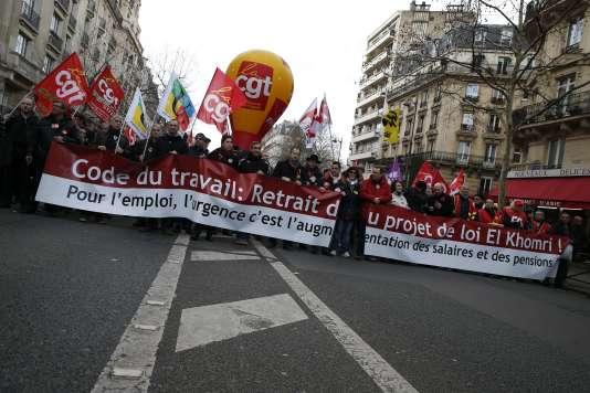 """""""Oui au référendum auprès des salariés lorsque les postures et les doctrines syndicales (nombreux sont les représentants du personnel qui ne représentent qu'eux mêmes) sont source de blocage"""" (Photo: manifestation à Paris le 9 mars contre le projet de loi El Khomri)."""