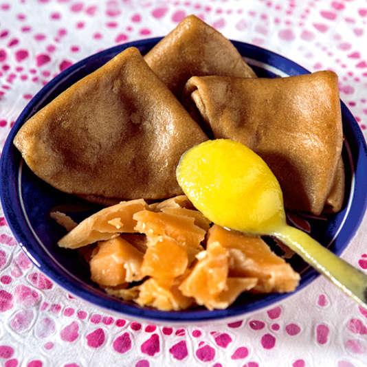 """Un plat traditionnel, le """"kumbhar dhokhil"""", élaboré par l'une des huit cuisinières, Bharti Majewadia."""