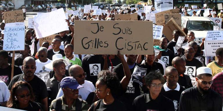 Une manifestation de protestation dans les rues de Maputo contre l'assassinat de Gilles Cistac, le 7 mars 2015.
