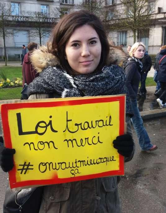 Thi-Anh, 18 ans, élève du lycée Vaucanson de Tours, manifeste pour la première fois le9mars 2016, contre la loi travail.
