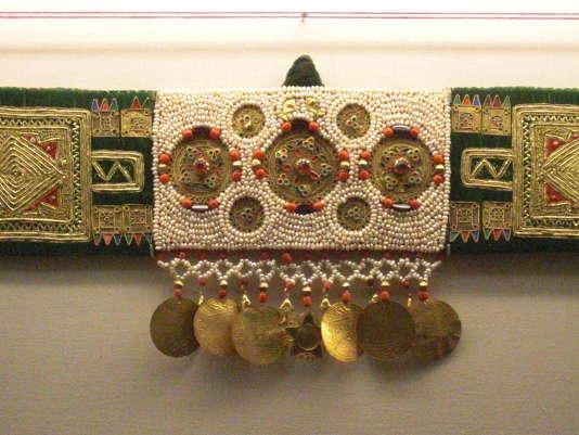 L'influence de Byzance est présente en Tunisie orientale où les femmes composent parfois leurs propres bijoux, comme de la broderie.