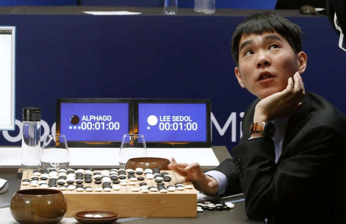 Le joueur de go sud-coréen Lee Sedol, lors de sa deuxième partie contre AlphaGo le jeudi 10 mars.