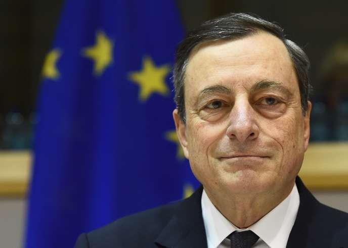 Le président de la Banque centrale européenne, Mario Draghi, s'exprime devant la commission des affaires économiques et monétaires au Parlement européen à Bruxelles, le 15 février 2016.