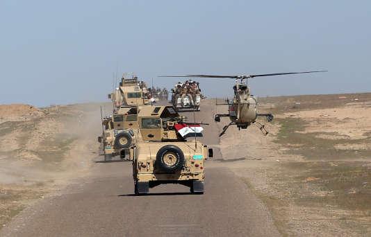 Un convoi de l'armée irakienne dans le désert de Samarra, le 9 mars 2016.
