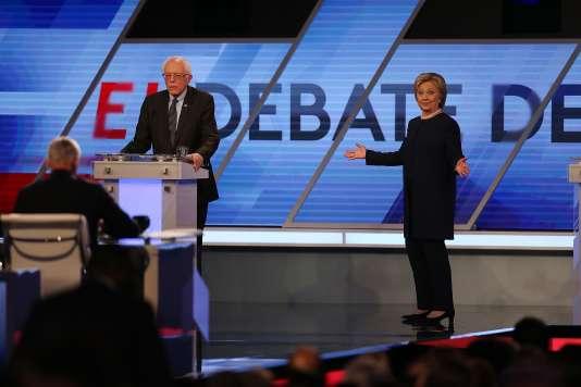 Le sénateur indépendant Bernie Sanders et la candidate démocrate Hillary Clinton , lors du débat qui les a opposés mercredi 9 mars, à Miami, en Floride.