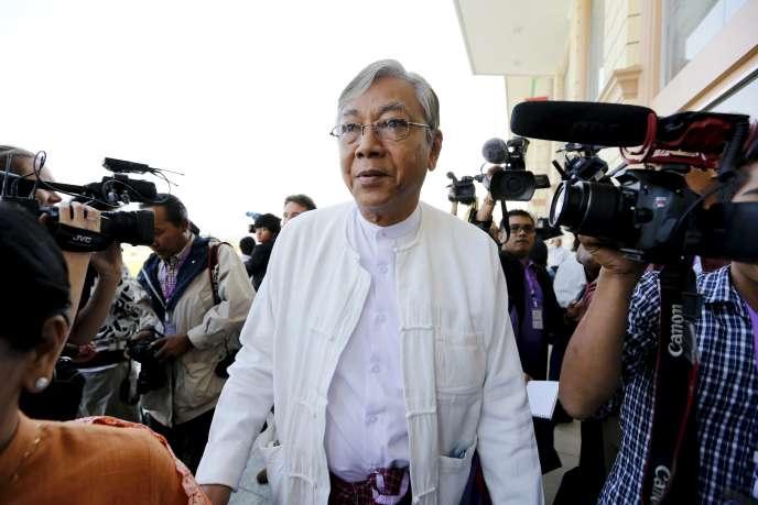 Htin Kyaw, ex-chauffeur d'Aung San Suu Kyi et professeur d'université, à Naypyidaw, le 1er février.