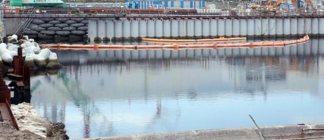 Le mur construit pour empêcher les eaux contaminées de Fukushima de s'écouler dans l'océan Pacifique.