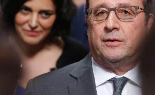 Myriam El Khomri et François Hollande, lors de leur visite de Forsee Power, à Moissy-Cramayel (Seine-et-Marne), le 10mars.