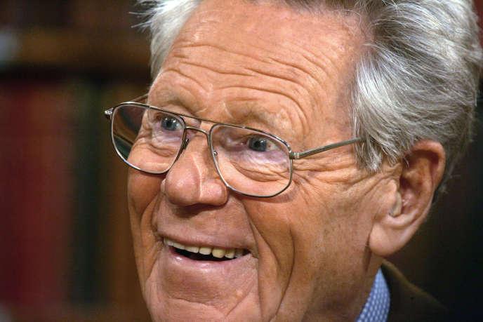 Le théologien catholique Hans Küng en 2006. Né en Suisse en 1928, il a été, avec le futur Benoît XVI, l'un des deux plus jeunes théologiens du concile Vatican II (1962-1965) avant de devenir, à partir de 1979, un critique de la papauté. Il a été professeur à l'université de Tübingen (Allemagne) jusqu'en 1993.