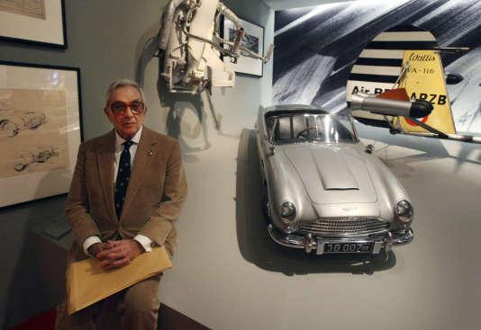 Ken Adam, lors d'une exposition consacrée à James Bond, à l'Imperial War Museum, à Londres, en 2008.