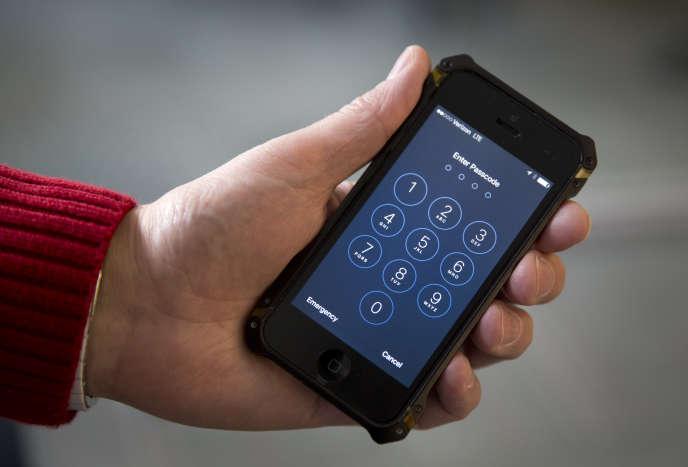 Les autorités américaines ont affirmé le 21 mars qu'un «tiers» avait montré au FBI une méthode permettant de débloquer le téléphone d'un des auteurs de la fusillade de San Bernardino.