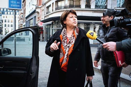 Devant les studios RTL à Paris, après son interview avec Olivier Mazerolle, le 25 février 2016.
