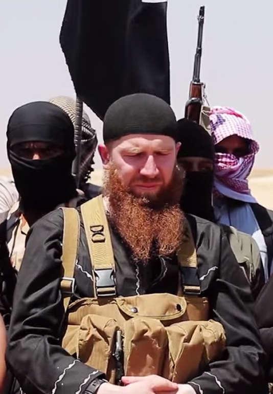 Une image rendue publique par les médias jihadistes le 29 juin 2014 où l'on peut voir  le leader Abu Omar Al-Chichani (Tarkhan Batirashvili).