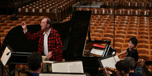 Le pianiste Lang Lang et le chef d'orchestre Nikolaus Harnoncourt à une répétition.