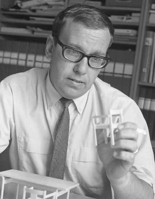 Gillis Lundgren, designer pour Ikea depuis 1953, est décédé le 25 février 2016 à l'âge de 86 ans. La marque l'a annoncé mardi 8 mars.
