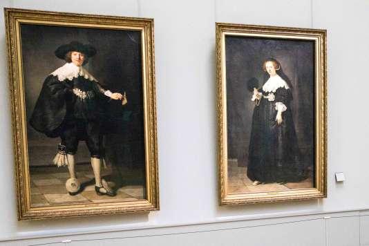 Les portraits de Maerten Soolmans et de son épouse Oopjen Coppit exposés au Musée du Louvre à Paris, le 10 mars 2016.