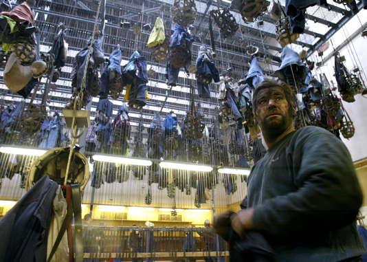 Dernier jour de travail pour un mineur de La Houve, le 7 avril 2004, à Creutzwald.