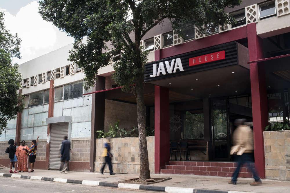 Pour répondre aux nouveaux standards de la classe moyenne de Nairobi, l'enseigne Java House a ouvert début mars une succursale dans le quartier des affaires.