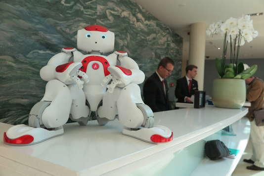 Le robot Mario se charge de l'accueil des clients à l'hôtel Marriott de Gand. Il parle 19 langues.