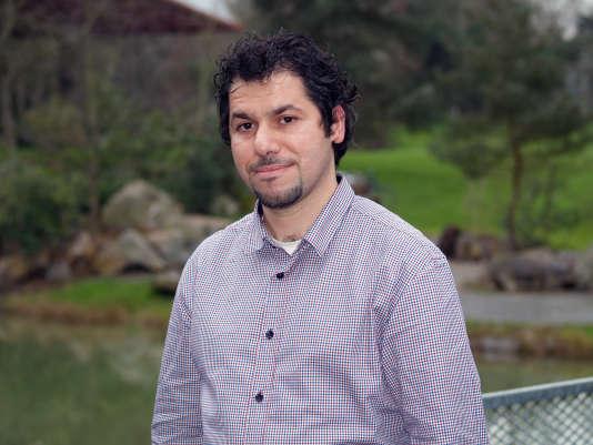 Houssam Kokache, qui avait fait des études à Rennes, est réfugié dans cette ville bretonne depuis près de cinq ans. Il accompagne les nouveaux arrivants syriens, dont son frère, dans leurs démarches.